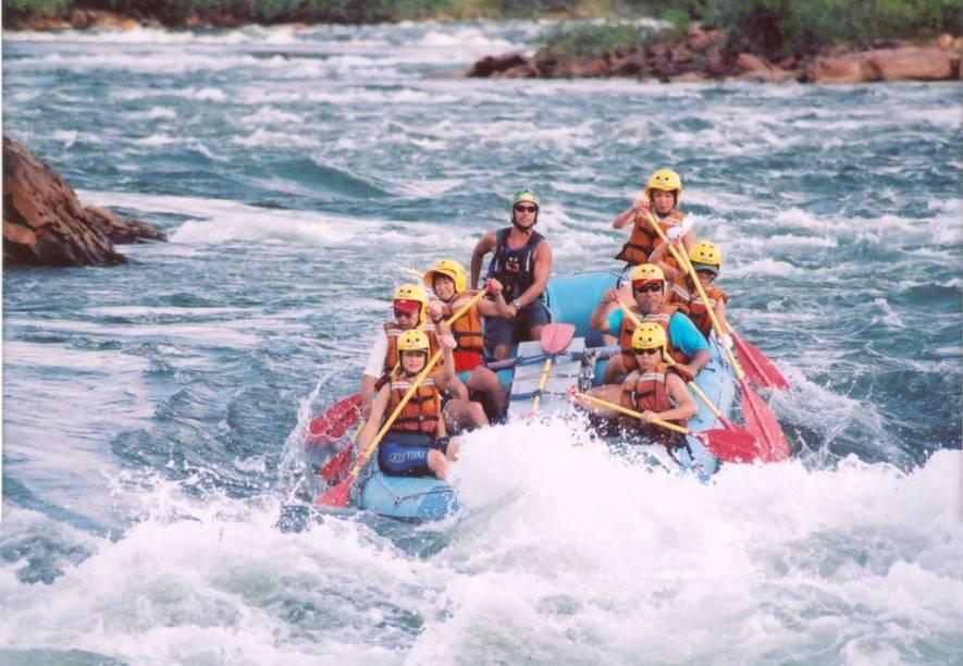 Além da canoagem, é possível fazer um passeio de rafting pelo Rio Novo no Jalapão, Tocantins