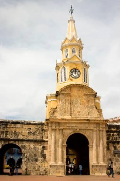 A Puerta del Reloj é uma torre de 30 metros de altura com um relógio do século 19 que dá as boas vindas para quem chega à Cidade Amuralhada