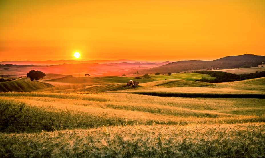 """Com seus vales e campos a perder de vista no horizonte, a <a href=""""http://viajeaqui.abril.com.br/cidades/italia-toscana"""" rel=""""Toscana"""" target=""""_blank"""">Toscana</a> é um dos destinos mais procurados no mundo para ver o pôr do sol<a href=""""http://viajeaqui.abril.com.br/materias/qual-e-o-melhor-por-do-sol-do-mundo"""" rel=""""+ Qual é o melhor pôr do sol do mundo?"""" target=""""_blank"""">+ Qual é o melhor pôr do sol do mundo?</a>"""