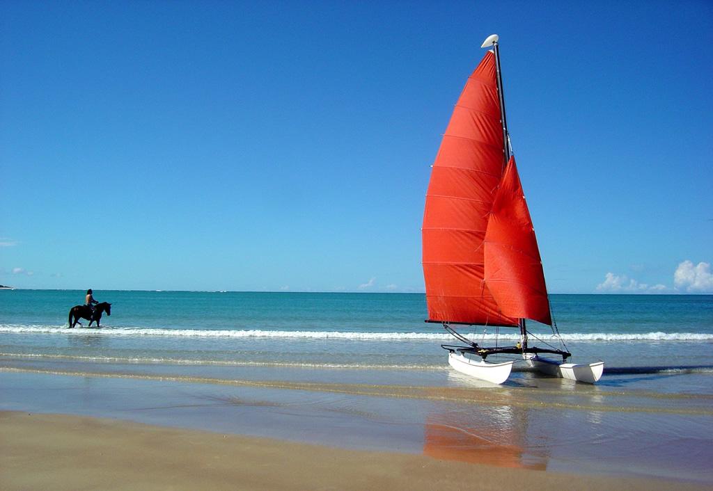 Praia de Itaquena, onde só é possível chegar após 1 hora e meia de caminhada, a partir da Ponta de Itapororoca