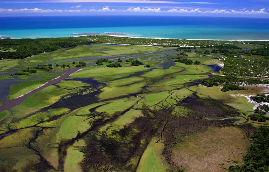 Vista aérea da Praia de Itaquena, onde só é possível chegar após caminhada de 1 hora e meia, a partir da ponta de Itapororoca
