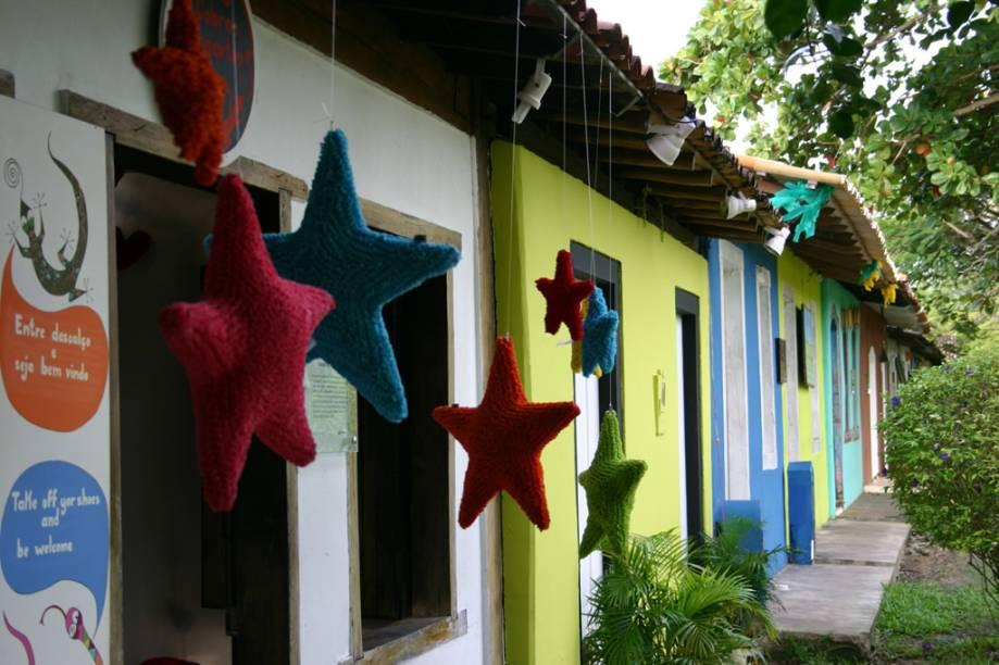 Por trás das casinhas coloridas do Quadrado há pousadas superluxuosas, galerias de arte e diversas lojas de grifes