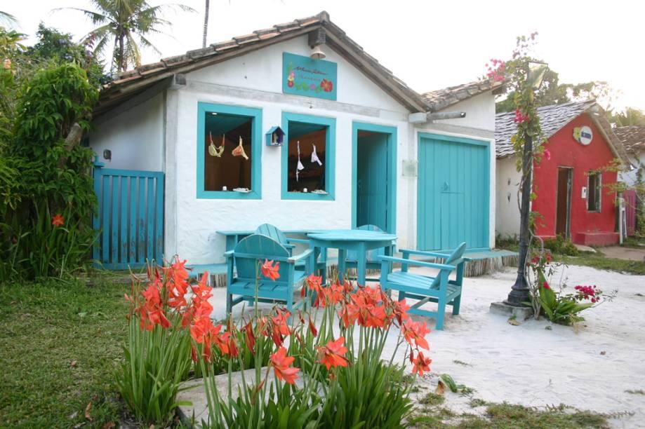 Lojas, galerias de arte e pousadas habitam as casinhas coloridas do Quadrado, local que reserva todo o charme de Trancoso