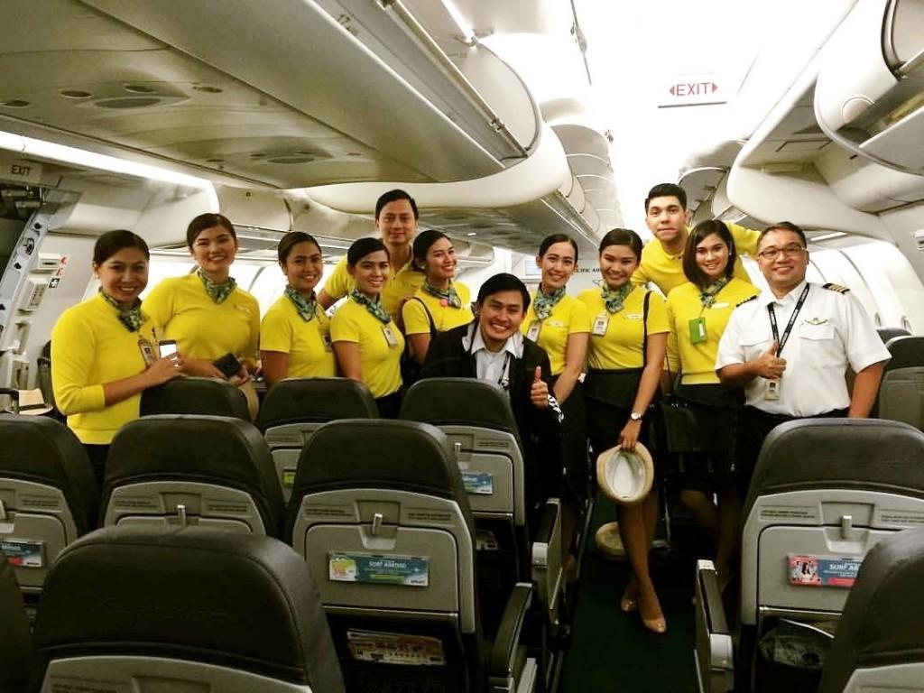tripulação Cebu Pacific que ajudou bebe a nascer em voo (foto: divulgação)