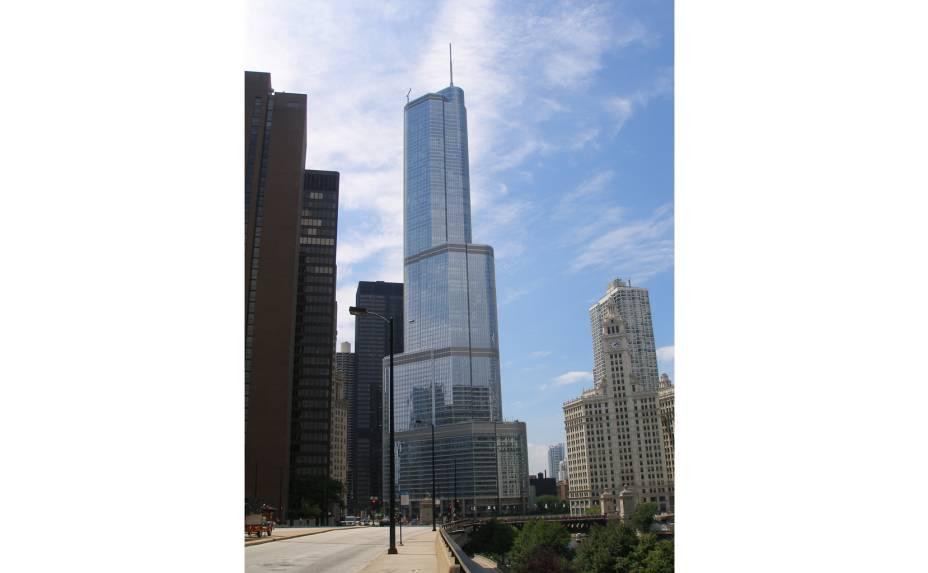 Em Chicago, oTrump International Hotel & Towersó perde para a Willis Tower em altura. O hotel foi inaugurado em 2008 e conta com 339 quartos