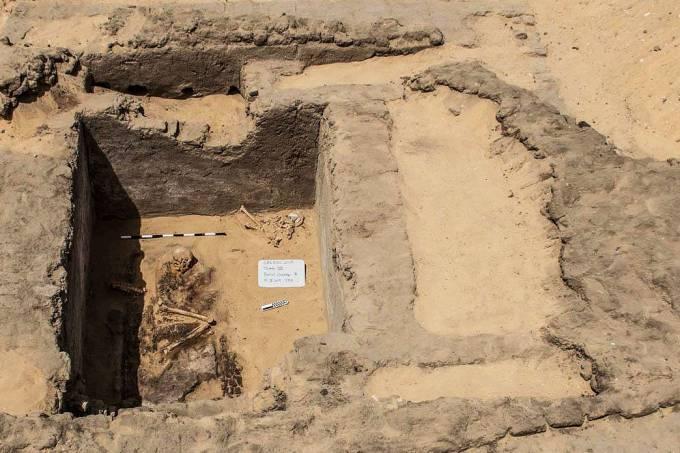 Um dos túmulos encontrados nas escavações