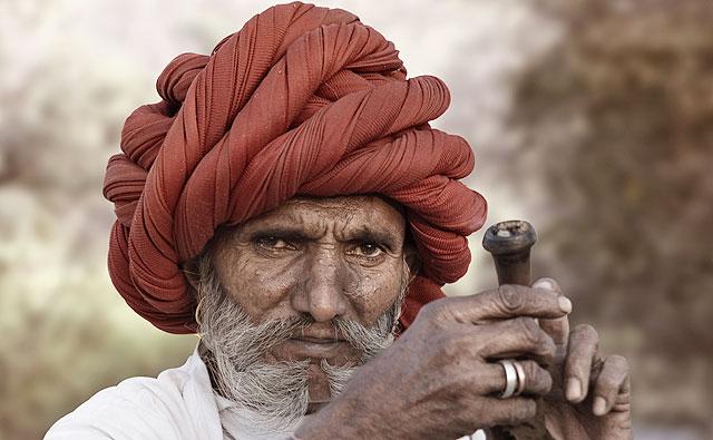Também dá pra usar o pano para fazer um turbante estiloso como o do senhorzinho acima (Foto: Thinkstock)
