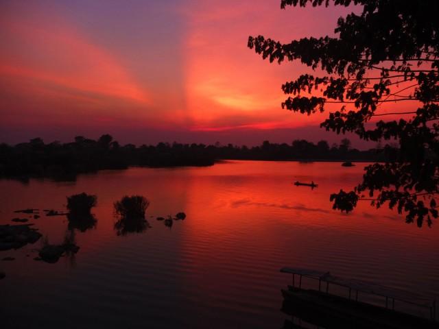 Pôr do sol matador no Laos