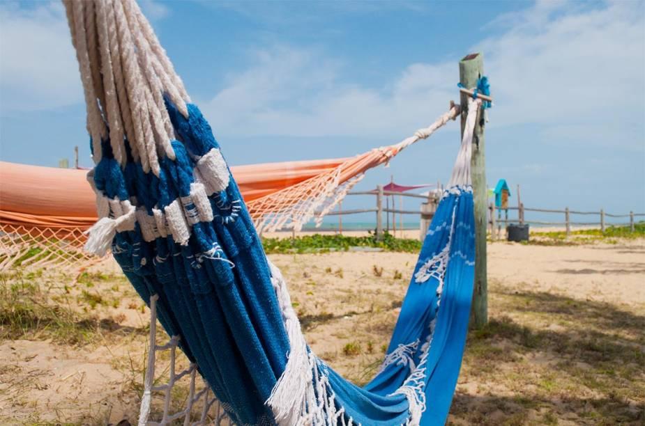 Redes preguiçosas no lugar de quiosques lotados: a praia de Caraíva é sinônimo de tranquilidade