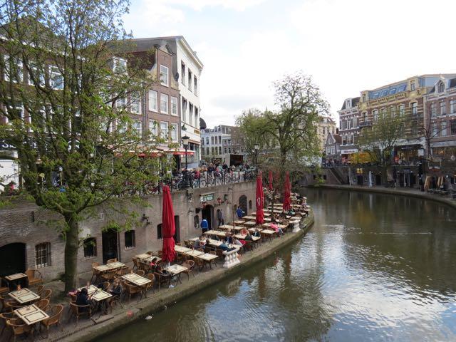 Da para curtir o canal bem de perto, ao contrário do que acontece em Amsterdã