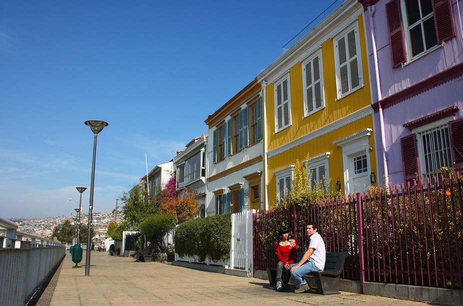 Com suas casinhas coloridas, o Paseo Gervasoni atrai turistas pela visão panorâmica da cidade e do porto