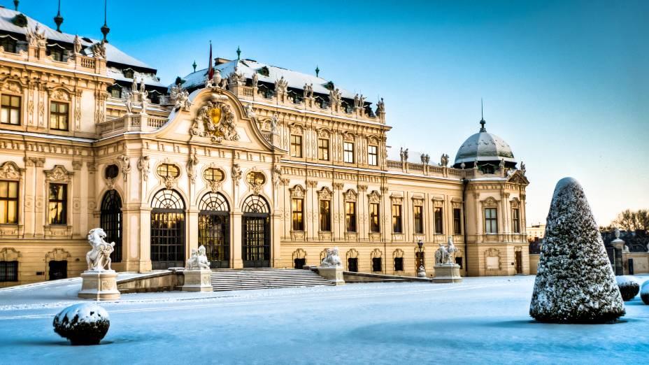 Palácio Belvedere, em Viena, conta com um estilo arquitetônico barroco