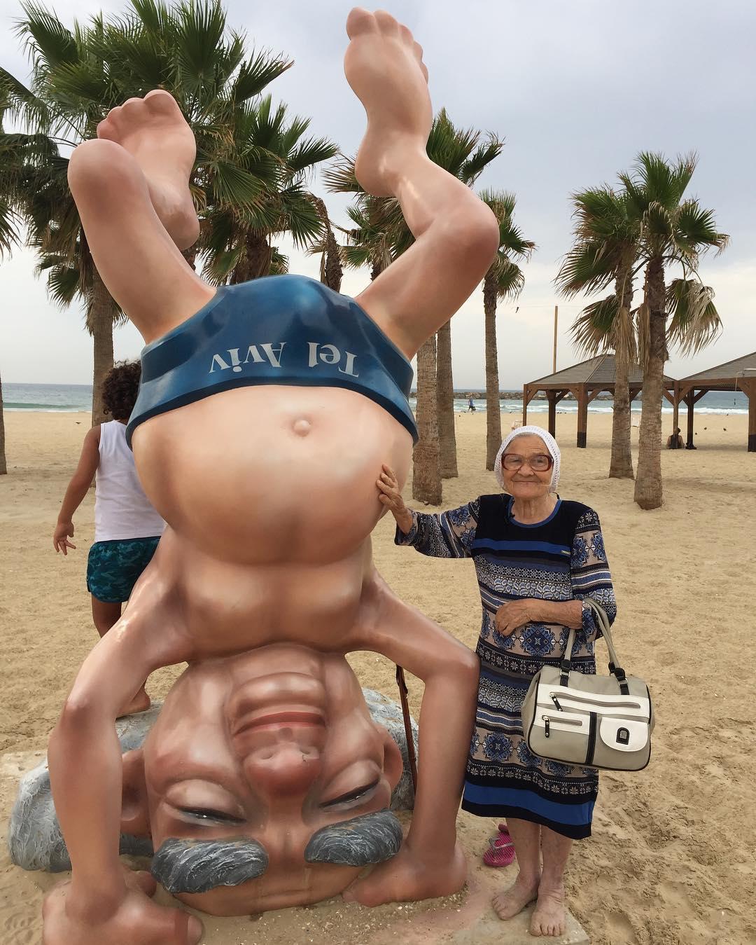 Virando de cabeça para baixo em Tel Aviv, Israel