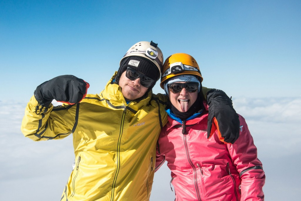 Zach e Lauren no topo do Vulcão Cayambe (foto: divulgação)