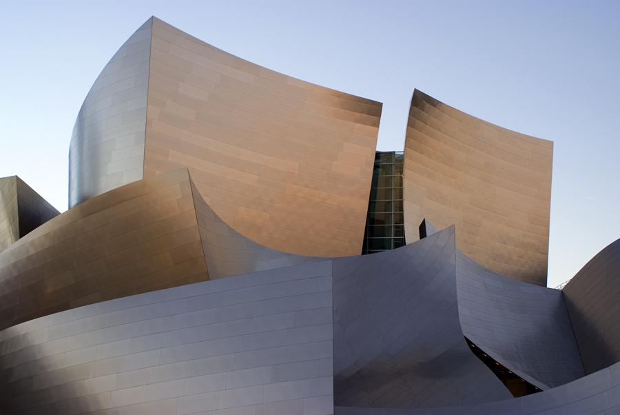 Se acha que o Walt Disney Concert Hall parece o Guggenheim Bilbao, você está certo: o arquiteto é o mesmo, Frank Gehry