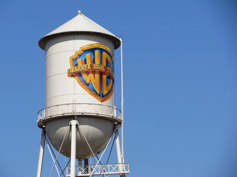 A icônica caixa dágua do estúdio Warner Bros., em Burbank, um subúrbio de Los Angeles