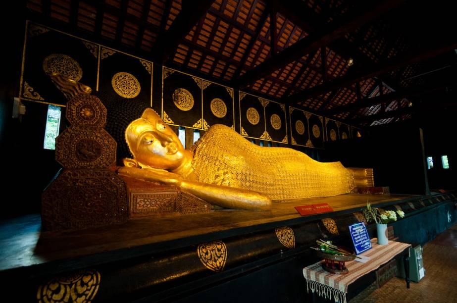 Buda reclinado do templo Wat Chedi Luang, em Chiang Mai