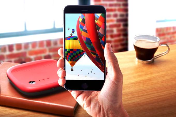 Wireless_Lifestyle_Red_w_Hands_F_hi-res