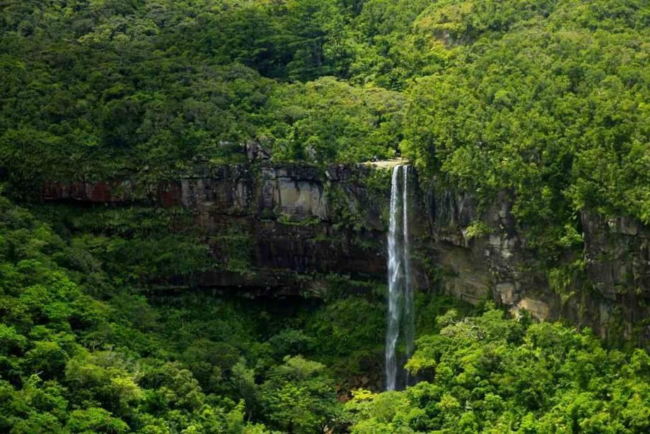 Queda dágua em Yaeyama, nas ilhas Iriomote, em Okinawa, sul do Japão