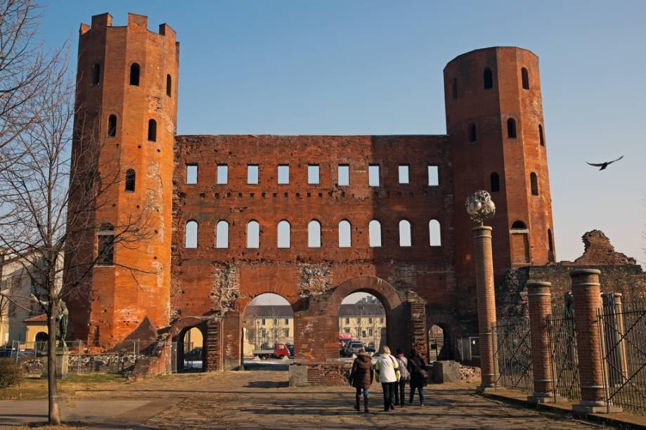 A área da Porta Palatina, próxima ao Duomo, é tudo o que resta dos muros romanos da colônia deAugusta Taurinorum
