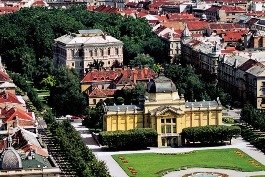 Edifícios na Praça Tomislav