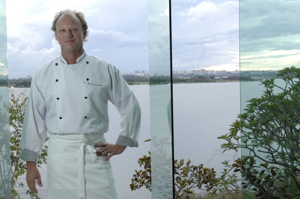 Chef dinamarquês Simon Lau Cederholm do restaurante Aquavit, em Brasília