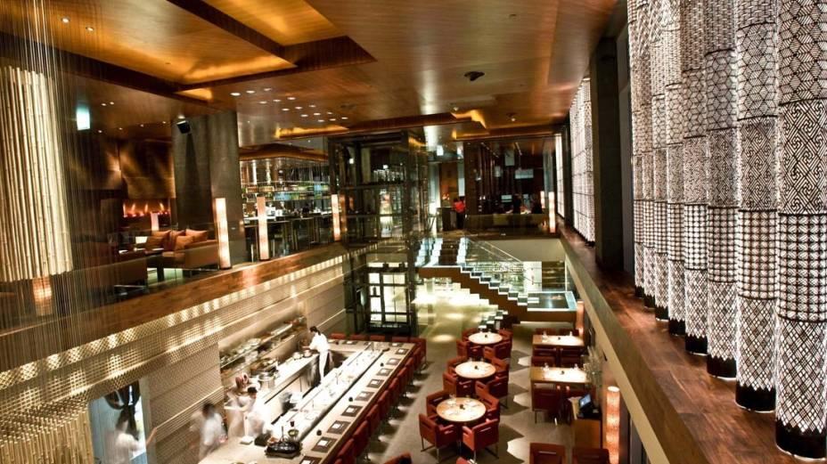"""O Zuma, em <a href=""""http://viajeaqui.abril.com.br/cidades/emirados-arabes-unidos-dubai"""" rel=""""Dubai"""" target=""""_blank"""">Dubai</a>, já esteve na lista dos melhores restaurantes do mundo pela revista Restaurant"""