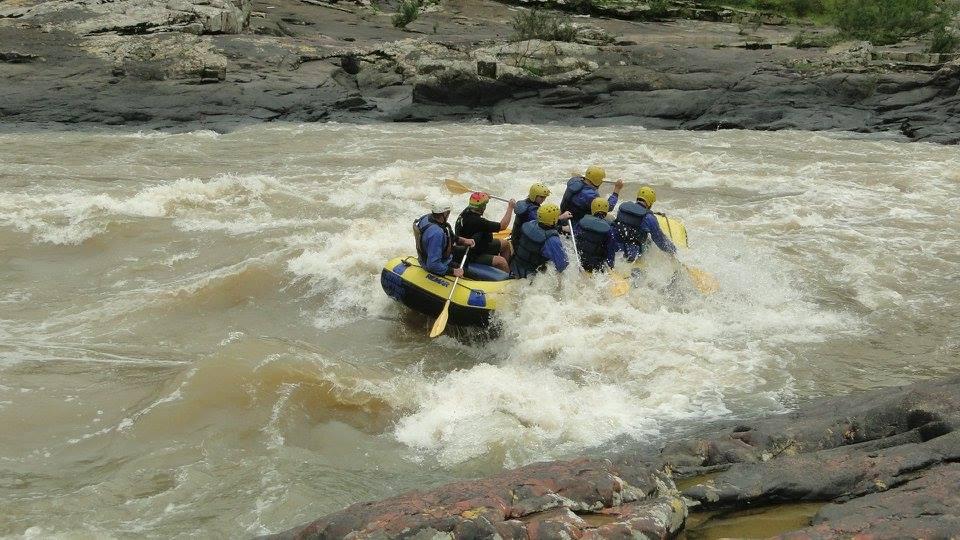 Muita emoção no rafting do Rio Itajaí-Açu (foto: divulgação/Ativa Rafting e Aventuras)