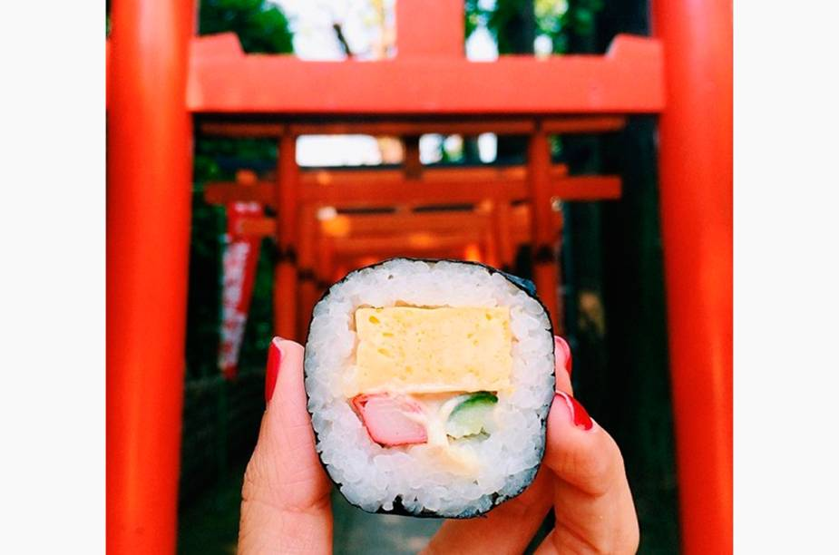 """<a href=""""http://instagram.com/girleatworld"""" rel=""""@girleatworld"""" target=""""_blank""""><strong>@girleatworld</strong></a>            Sushi no Japão"""