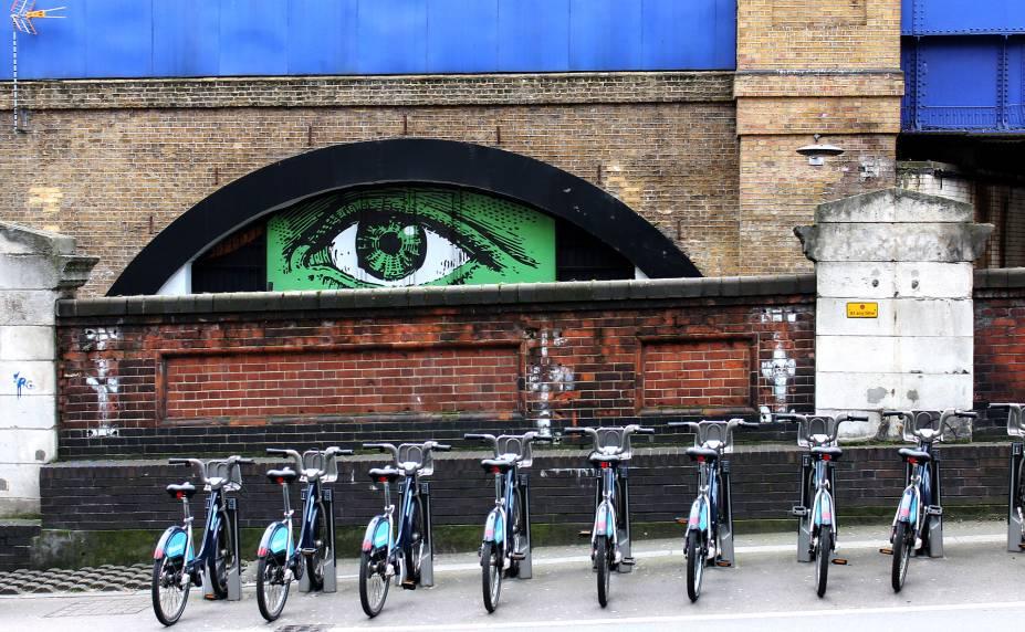 <strong>11. Estação Waterloo</strong>Antes de falarmos do Túnel, que tal descobrir onde ele se localiza? É na Estação Waterloo, que, além desse espaço de arte a céu aberto, também concentra outras obras por suas ruas. Uma delas é essa, que você pode visualizar assim que sai do metrô