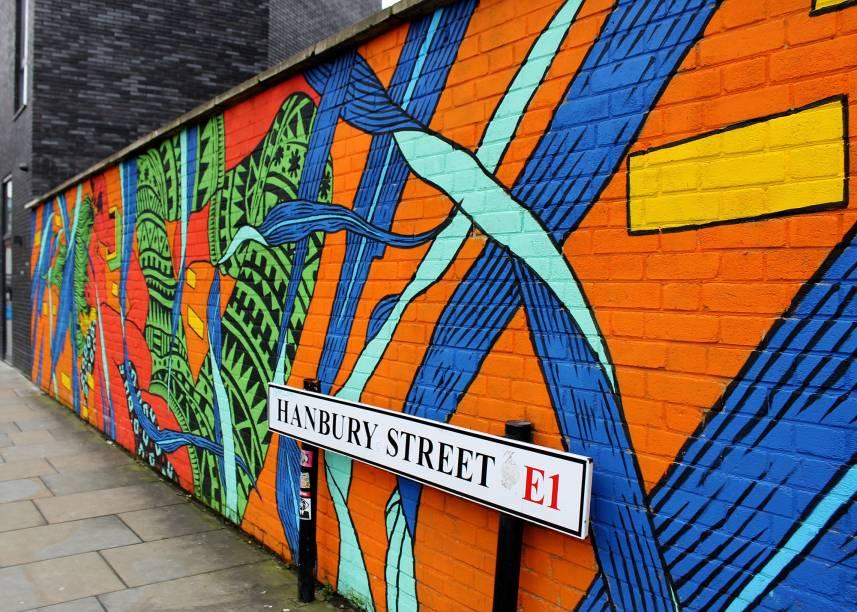 <strong>5. East End de Londres: o epicentro do grafitti</strong>O percurso para procurar arte de rua é intenso na área East End de Londres porque são várias ruas seguidas, onde, aos poucos, você descobre novos trabalhos. Por outro lado, é interessante notar que o espaço oferece inúmeros estabelecimentos para o seu descanso, como livrarias, brechós, restaurantes e, claro, uma feirinha com comidas de todas as partes do mundo