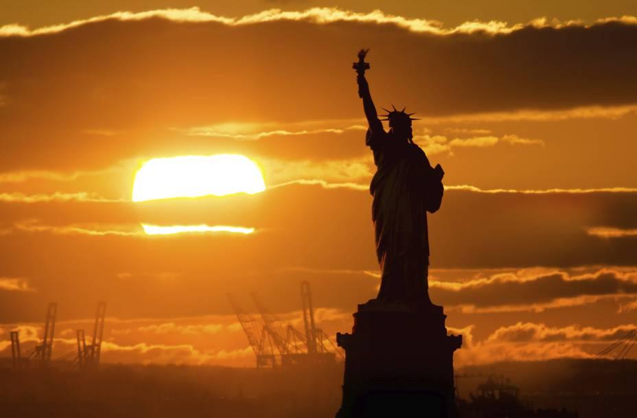 """<a href=""""http://viajeaqui.abril.com.br/cidades/estados-unidos-nova-york"""" rel=""""Nova York (EUA)"""" target=""""_blank""""><strong>Nova York (EUA)</strong></a>"""