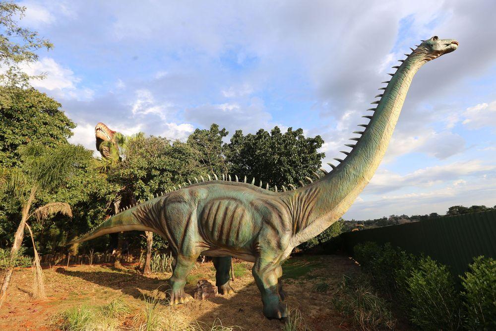O Vale dos Dinossauros apresenta 20 réplicas dos antigos habitantes de nosso planeta