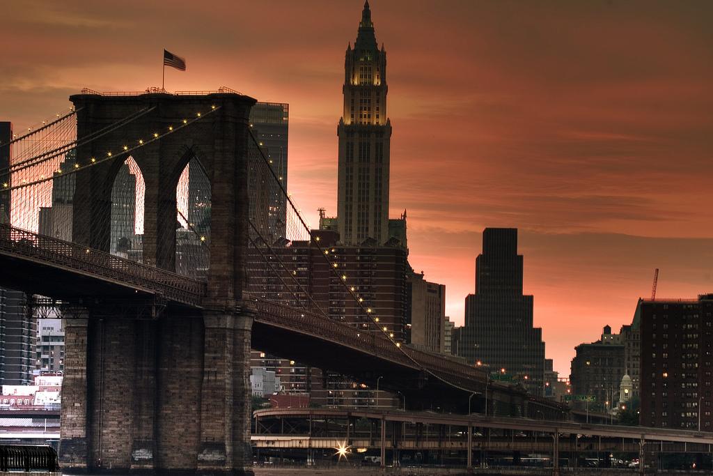 No Brooklyn a hospedagem é mais barata e há vistas lindas para Manhattan.