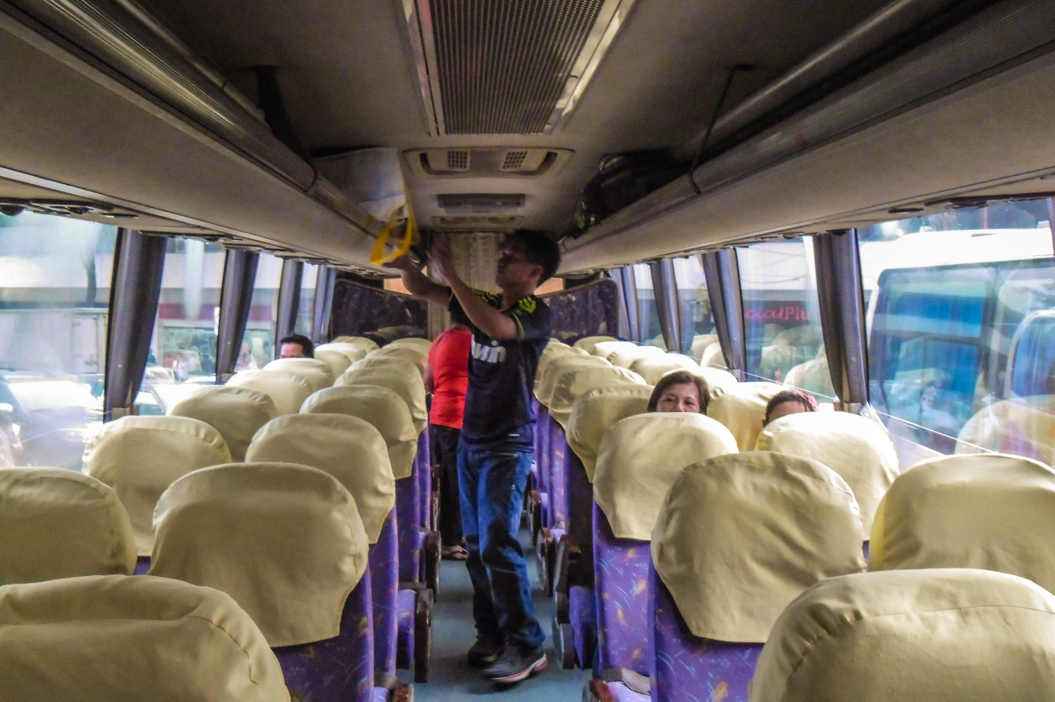 Interior de ônibus nas Filipinas