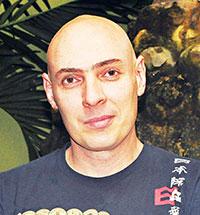 Retrato de Eduardo Preciado, homem branco e careca