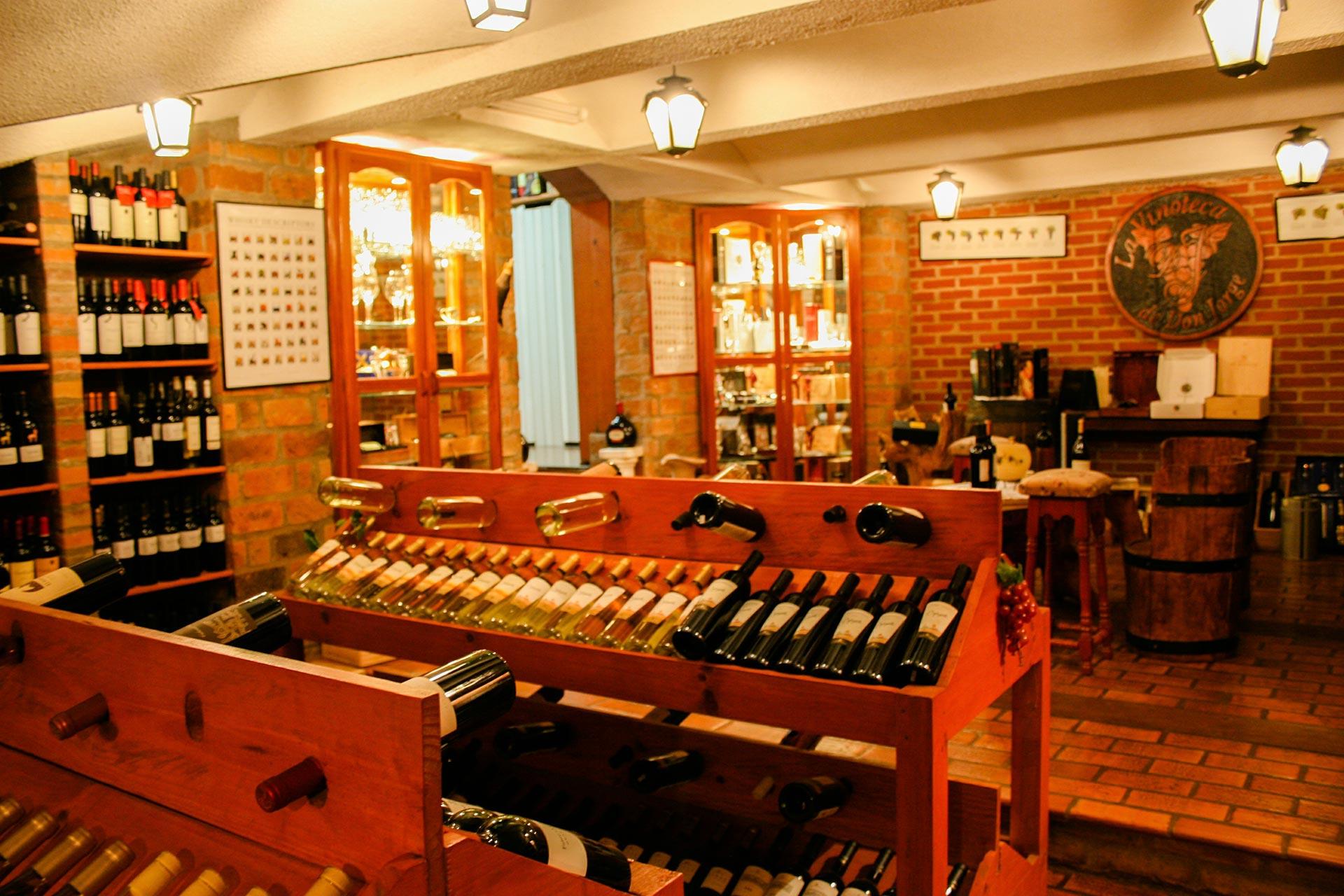 Grandes rótulos da vitivinicultura e outros famosos produtos argentinos são encontrados na La Vinoteca de Don Jorge