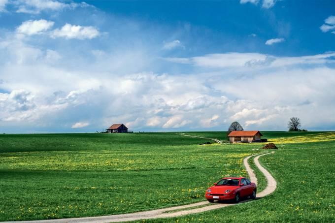 Estrada rural em Füssen, um convite para se perder na Rota Romântica, na Alemanha