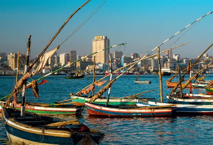 O Índico e o skyline da capital moçambicana