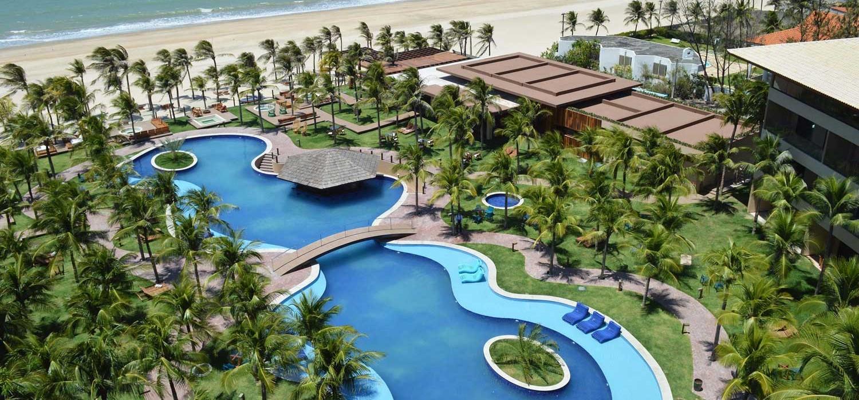 Vista aérea da piscina do Carmel Cumbuco Resort, no Ceará