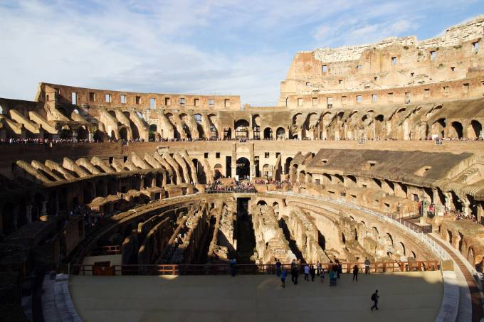 Interior do Coliseu, Roma, Itália