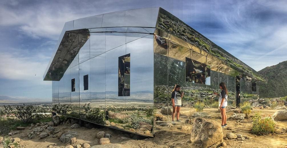 Mirage, instalação do artista californiano Doug Aitken, no deserto Coachella, Estados Unidos