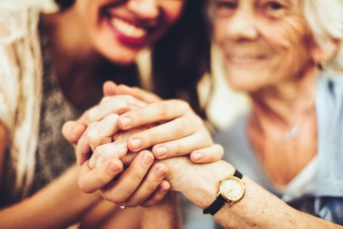 Mulheres sorridentes empatia amizade