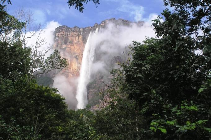 Salto Angel, a maior cachoeira do mundo, na Venezuela