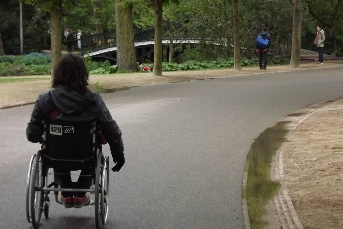 O Vondelpark, em Amsterdã, facilita mais que o anexo Stayokay Hostel