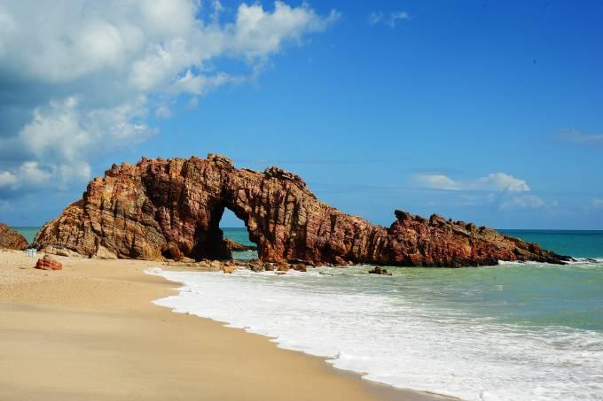 Pedra Furada, uma das principais atrações em Jericoacoara, Ceará