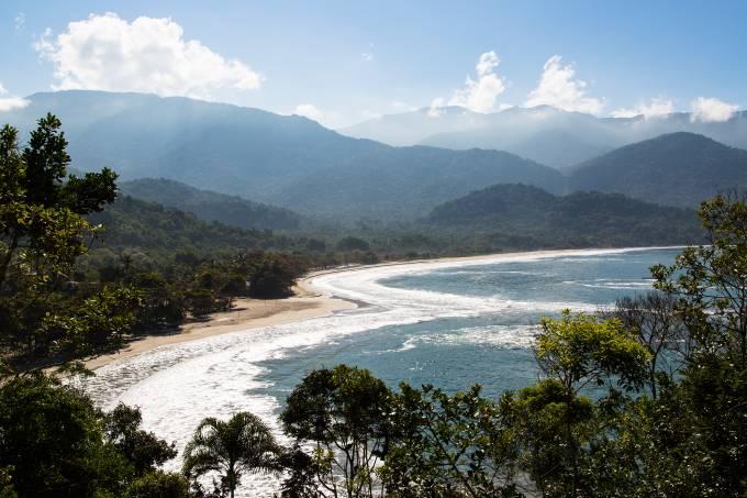 Praia de Castelhanos, dentro de parque área de preservação ambiental, em Ilhabela, litoral norte de São Paulo