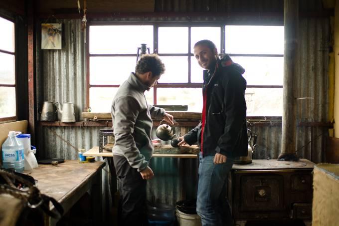 Amigos argentinos tomando mate na Patagonia