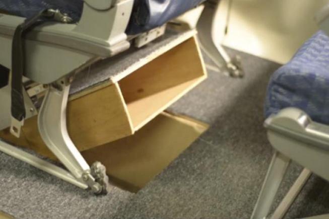 Invenção para compartimento de bagagens no avião
