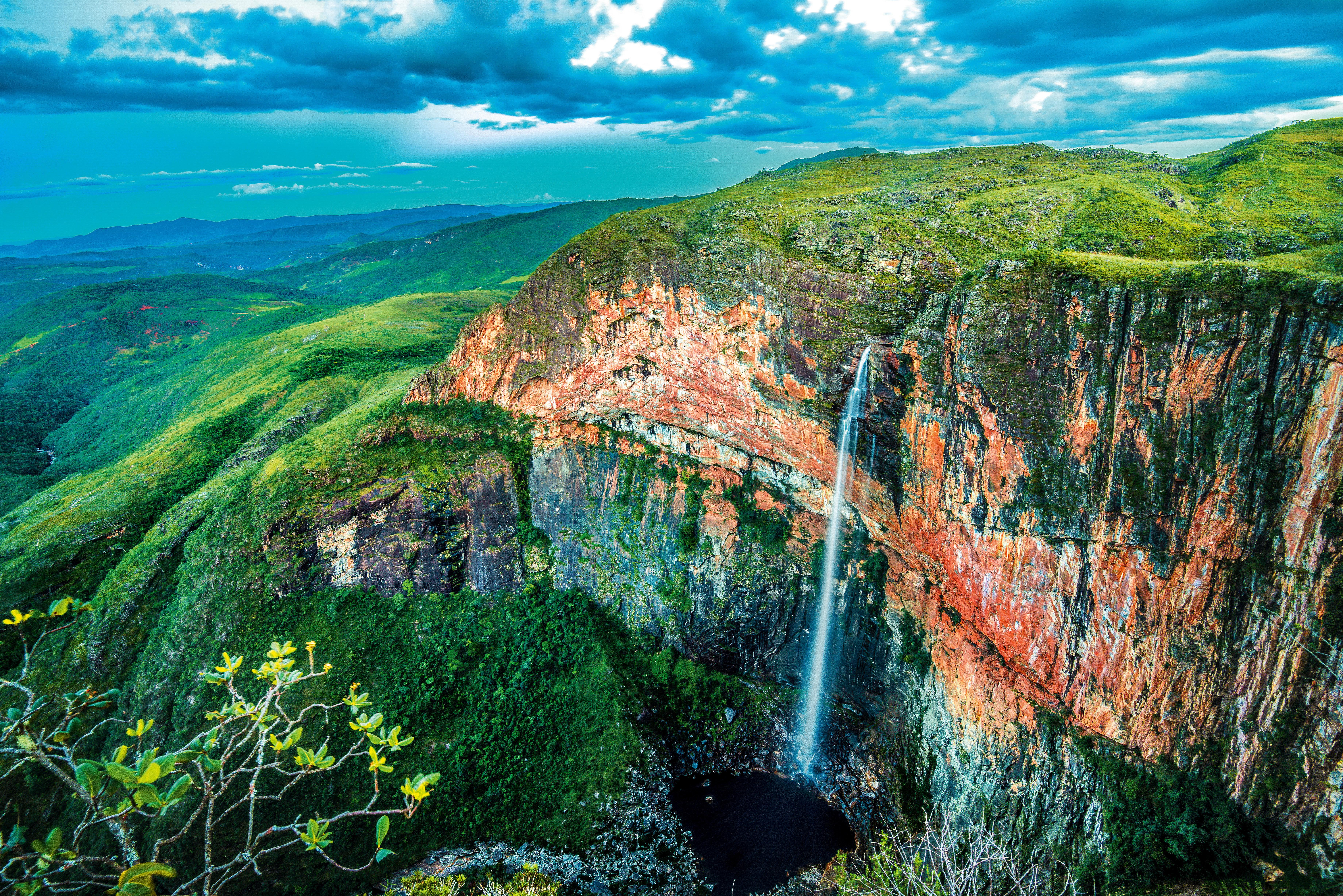 Sente só a Cachoeira do Tabuleiro, em Conceição do Mato Dentro